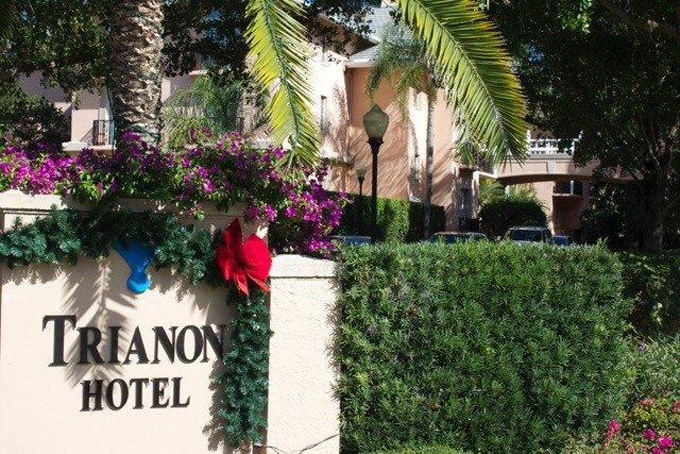 Airport Shuttle to and from The Trianon Old Naples Hotel in and near Florida