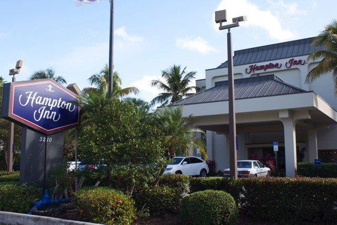 Airport Shuttle to and from Naples Hampton Inn Hotel in and near Florida